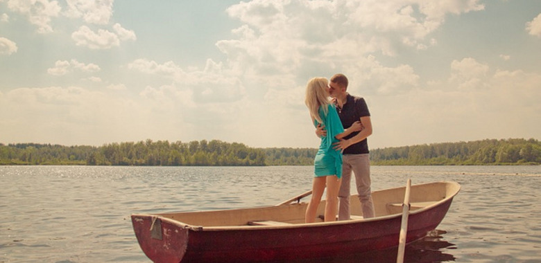 kiss on boat third date ideas meetville