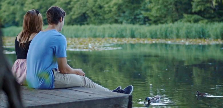 couple feeding ducks park third date ideas meetville